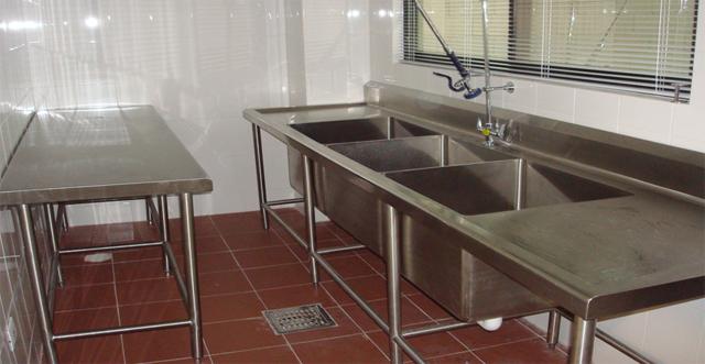 Mesa de trabajo y fregaderos en acero inoxidable - Mesa acero inoxidable para cocina ...